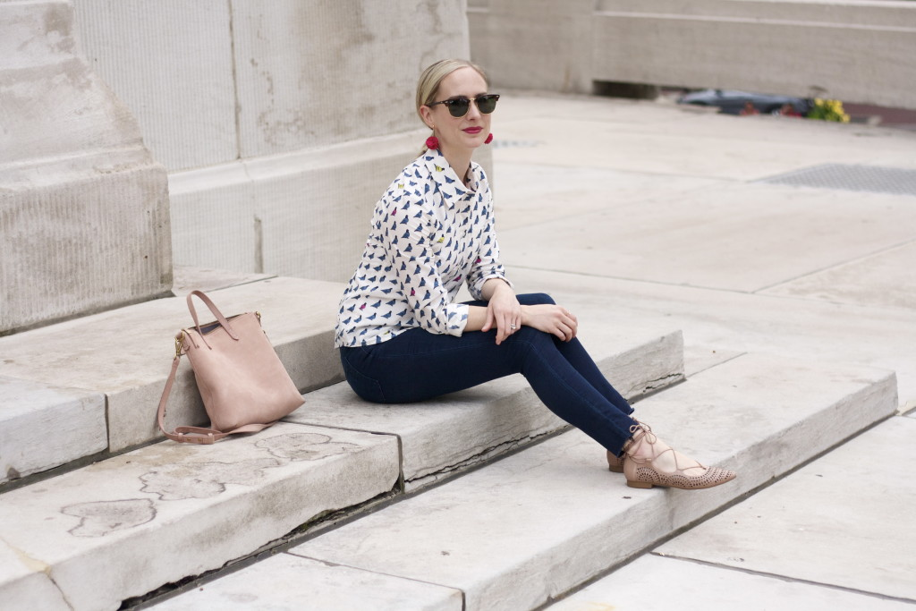 Boden print shirt, Articles of Society skinny frayed jeans, lace up flats, Ray Ban Clubmasters, Madewell suede transport tote