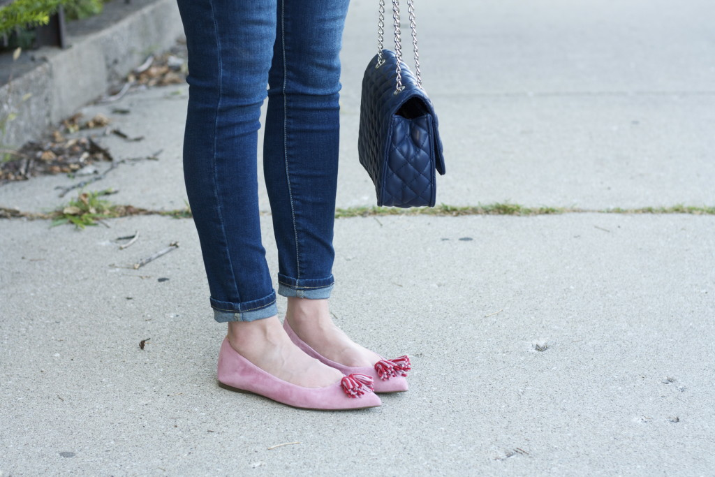 bell sleeve tee, skinny jeans, quilted bag, pink tassel flats